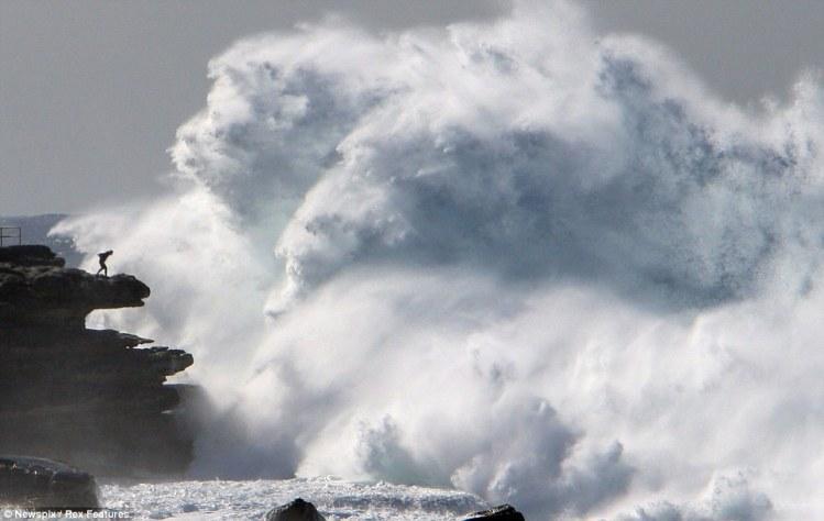 Massive wave near Australia's Bondi beach