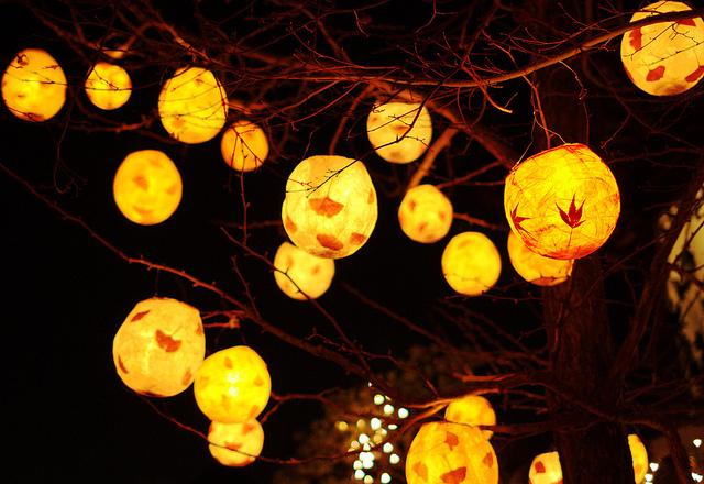 Winter-Solstice-Lantern-Festival-Photo-by-eych-you-bee-ee-ahr-tee-via-flickr.Vancouver 2012